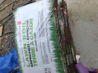 8 Sac de 9 kilo (30 litres) de terre a gazon enrichie