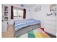 A lovely bedroom in Belsize Park area !