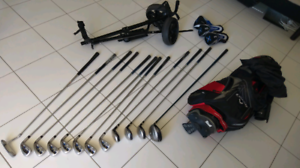 SET OF GOLF CLUBS WITH BAG AND CART