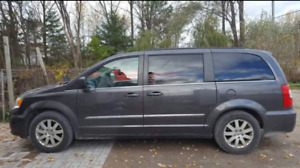 2015 Chrysler town and country touring loaded cert & etest