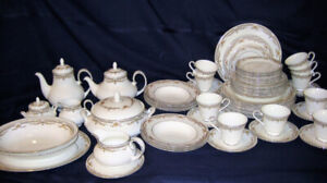 Royal Doulton - Repton H 5057 -China Set for 10 + Serving Pieces