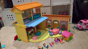Dora Talking Playhouse with Accessories and Characters