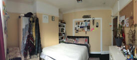 Double room to rent in warm, quiet student house Bangor