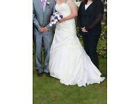 Wedding dress(size14-18 corset back 2 tier hoop included)