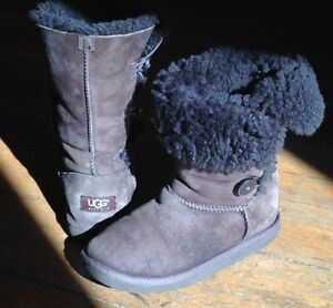 Authentic Uggs boots in Chocolate brown, size 5.5