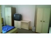 Double room to rent in a young professionals shared house