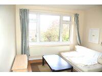2 bedroom flat in Hartley House, Ballards Lane, London