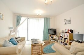 Modern 1 double bed apartment - bright flat with balcony - Westferry Limehouse Bow E14 Canary Wharf