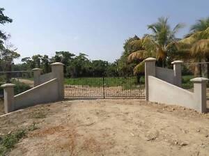 Gated community  1/4 acre lots <BELIZE
