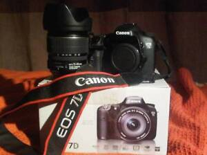 Canon 7D 15-85mm EF-S Flash 430 EXII comme neufs