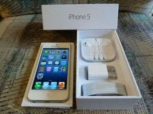 Apple Iphone 5 (16GB) White Silver Locked to Fido