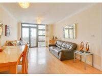 2 bedroom flat in Maltings Close, London