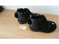 New child's Girls boots size 6 (EU23) never worn BNWT