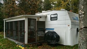 1996 Prowler 5th Wheel Camper 25.5 FT with Side out