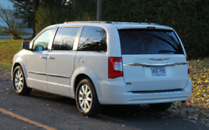 2013 Chrysler Town & Country SUV, Crossover