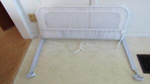 Barrière de lit d'enfant