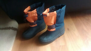 Winter boots size 10 kids