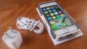 White iPhone 5s 16GB  ( rogers & chatr )