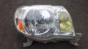 Toyota Tacoma passenger side head light