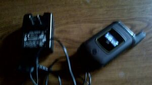 Motorola flip phone with mike i570 and charger with Telus $50