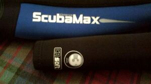 Scuba Max wetsuite and fins London Ontario image 4