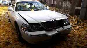Parting out 2003 Lincoln Town car Cartier Cambridge Kitchener Area image 4