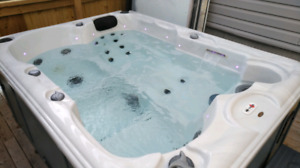 Canadian Spa Hot tub!! 4 person!! Great Starter Tub!!