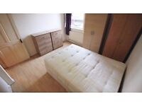 ensuite** Double room with own shower and toilet available to couples 180pw. in camberwell, London!!
