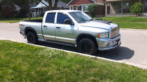 Hemi sport 2005 / text only no emails  / $4900obo