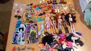 Super lot bratz et certains accessoires monster high doll