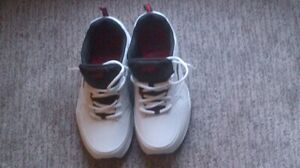 AVIA RUNNING SHOES - BRAND NEW (in Campbellford)