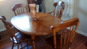 soild wood table & chairs