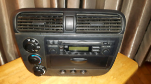 cd oem Honda Civic ou Acura avec trim complet