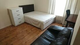 ONLY 100PWDOUBLE ROOM IN EARLSFIELD! AMAZING VIEWS, SHOPPING CENTRES NEARBY! CALL US NOW!