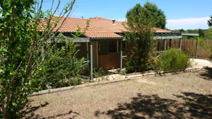 Space for the kids to play - 3 bedroom house in Florey