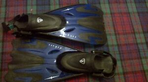 Scuba Max wetsuite and fins London Ontario image 5