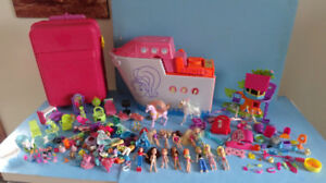 POLLY POCKET, UN LOT DE FIGURINES  ET D'ACCESSOIRES