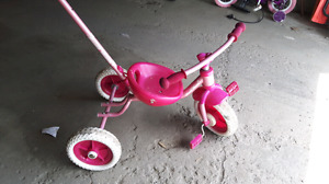 Petit tricycle  fille