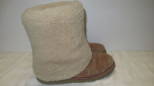 UGG Australia Patten Boots Size 7 TAN fits 6.5