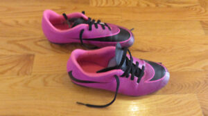 Girls - Size 2 - Nike Soccer Cleats