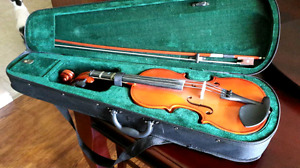 Beautiful great condition violin with case