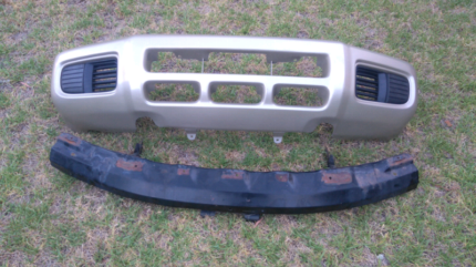 Nissan Pathfinder R 50 front bumper and metal bar from behind Swan View Swan Area Preview