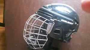 Youth size medium hockey helmet Stratford Kitchener Area image 1