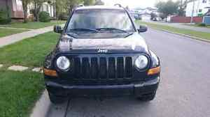 Jeep Liberty Renegrade 2005 4x4 $4500 trades welcome