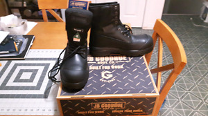 Brand new Men's Safety Boots- Size 11