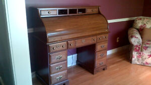 Roll top desk, well built and in very good condition