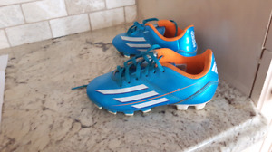 Adidas youth size 12 soccer shoe cleat