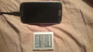 Galaxy s3 good shape no scratches on screen extra battery