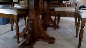 MUST SELL - Oak Dining Room Table and China Cabinet Hutch Combo Kitchener / Waterloo Kitchener Area image 3