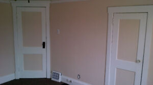 Beautiful 2 Bedroom Apartment Plus Den and Free Laundry Room